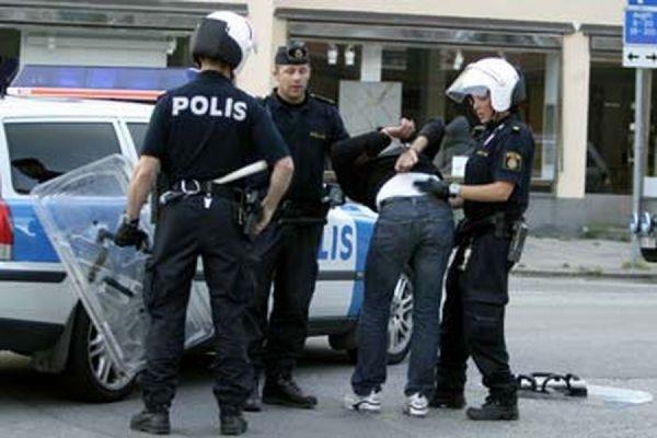 Шведская полиция арестовала двоих подозреваемых в убийстве посетителей IKEA