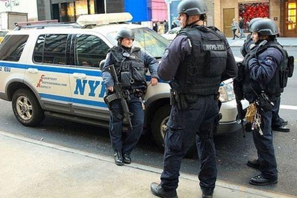 Двум жителям Нью-Йорка выдвинули обвинения в планировании терактов