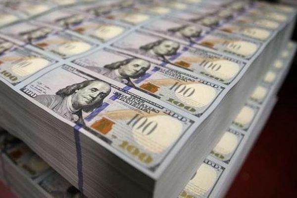 Курс доллара впервые с 13 февраля превысил отметку в 65 рублей