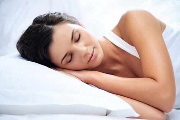 Американские ученые утверждают, что полезнее всего спать на боку