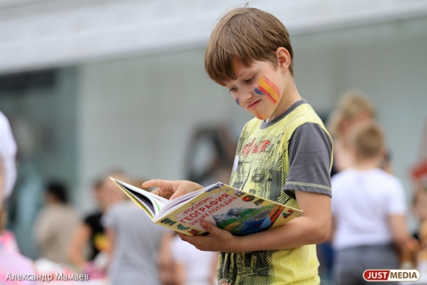 В День города юные екатеринбуржцы постоят десятиметровую инсталляцию-раскраску