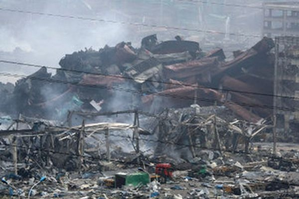 В Тяньцзине на месте взрыва найден выживший 19-летний пожарный