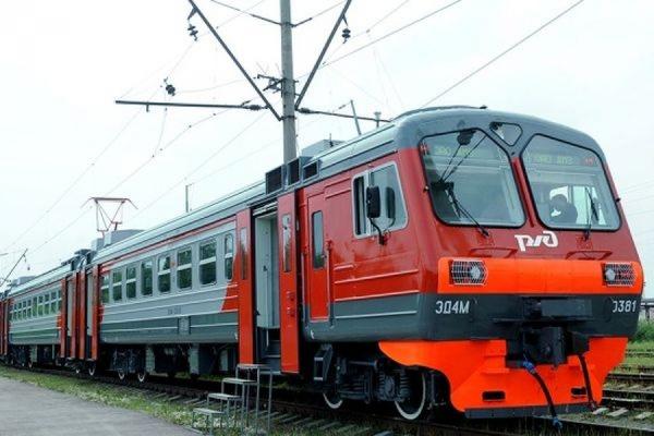 Следовавшая из Серпухова электричка подъехала к Курскому вокзалу с горящей кабиной