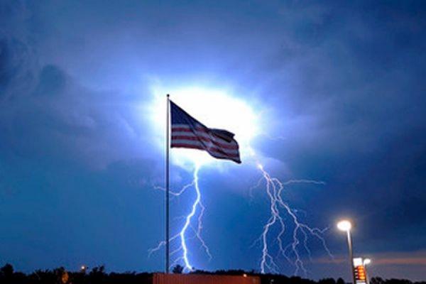 В США во время учений от удара молнии пострадали одиннадцать военнослужащих