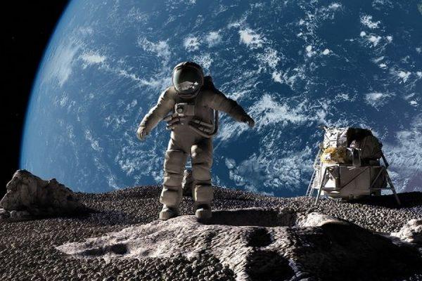 Роскосмос передвинул дату пилотируемого полета на Луну на 2033 год