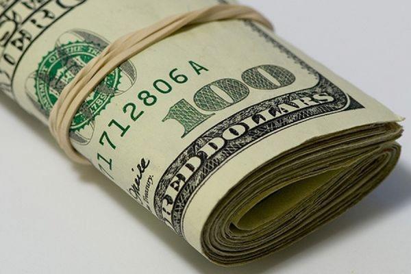 Официальный курс доллара вырос до 64,94 рубля