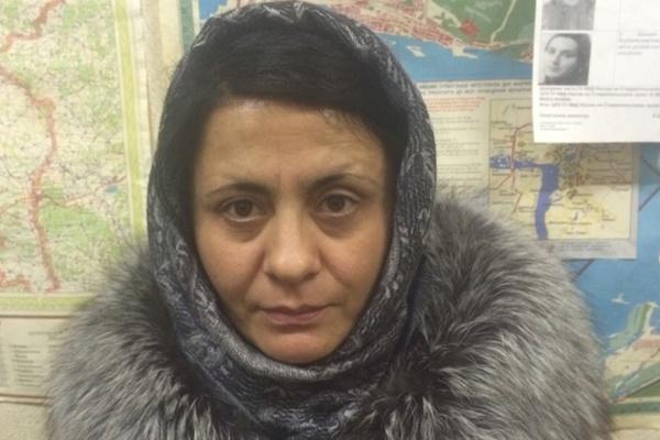 Полиция Екатеринбурга задержала женщину, которая обманывая подростков, грабила квартиры