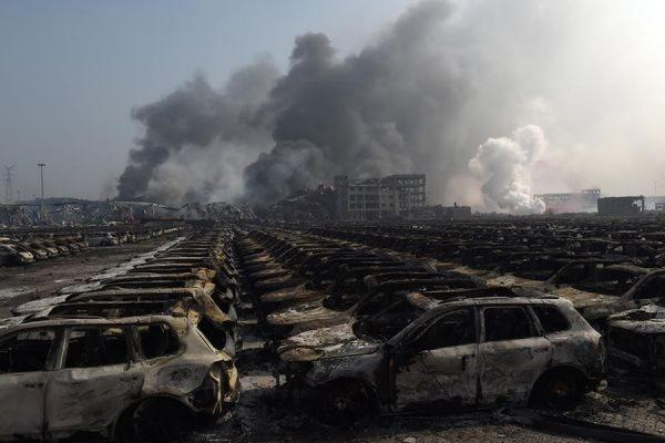 Число жертв взрывов и пожаров в Тяньцзине увеличилось до 112 человек