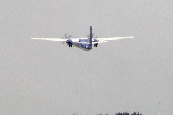 Разбившийся на востоке Индонезии самолет перевозил 470 тысяч долларов для бедных семей