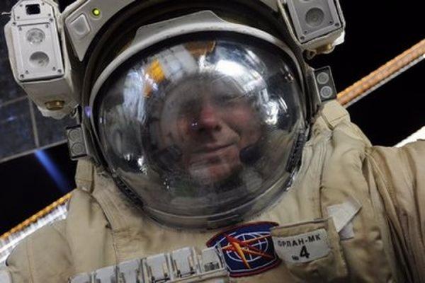 Российский космонавт Геннадий Падалка сделал селфи в открытом космосе