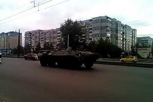 В Чите полицейские задержали двух пьяных солдат, которые катались по городу на БТР