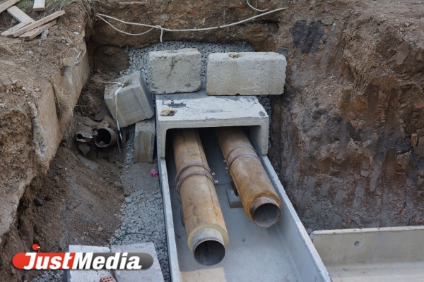 Из-за ремонта на теплотрассе тысячи екатеринбуржцев остались без горячей воды