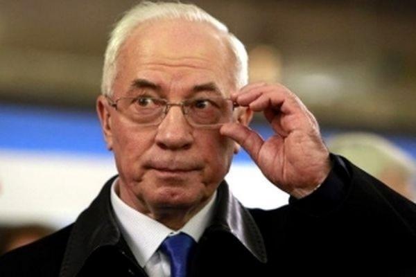 Киев аннулировал дипломатический паспорт экс-премьера Азарова и еще 88 граждан Украины