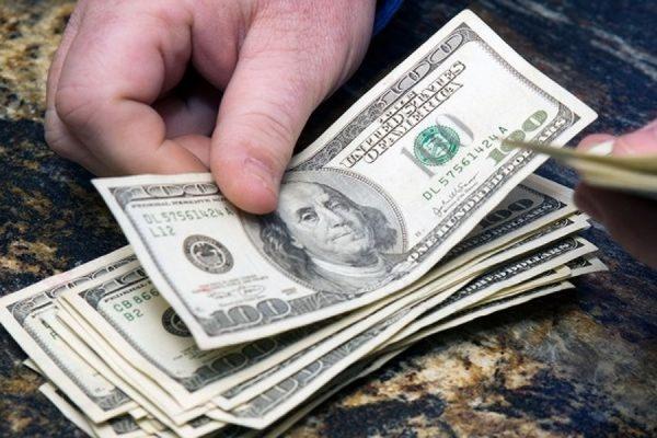 Биржевой курс доллара накануне вечером превысил 68 рублей