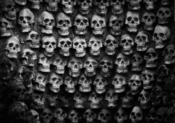 Стену из человеческих черепов откопали в центре Мехико