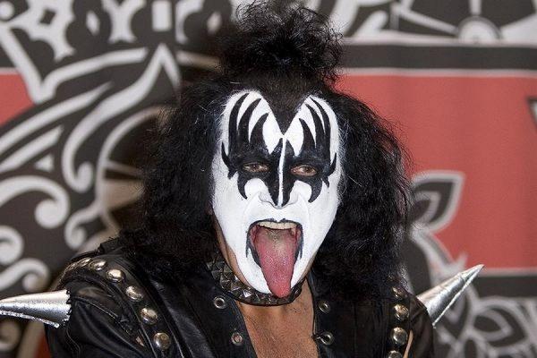 В Лос-Анджелесе полицейские обыскали дом лидера рок-группы Kiss Джина Симмонса