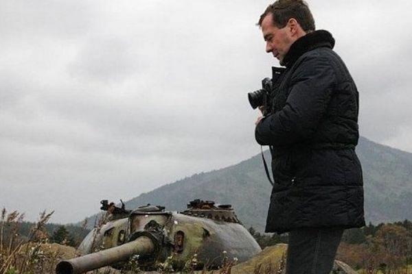Власти Японии назвали «неприемлемой» поездку Медведева на Курилы