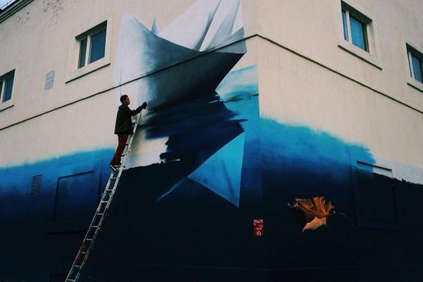 Уличный художник, подаривший Екатеринбургу енота, запускает в плавание кораблик
