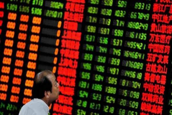 Индекс китайской биржи на открытии обвалился на 8 процентов