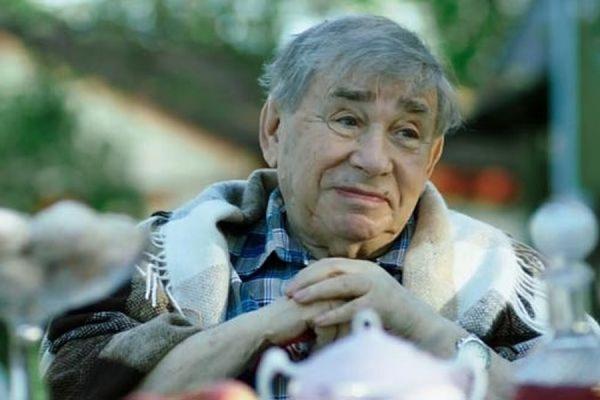 Известный артист Михаил Светин находится в тяжёлом состоянии после операции