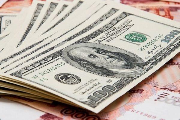Биржевой курс доллара впервые с января превысил отметку в 70 рублей