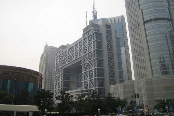 Индекс Шанхайской биржи упал до минимума 2007 года