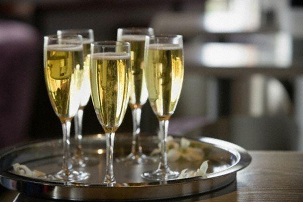 На Новый год россияне могут остаться без шампанского