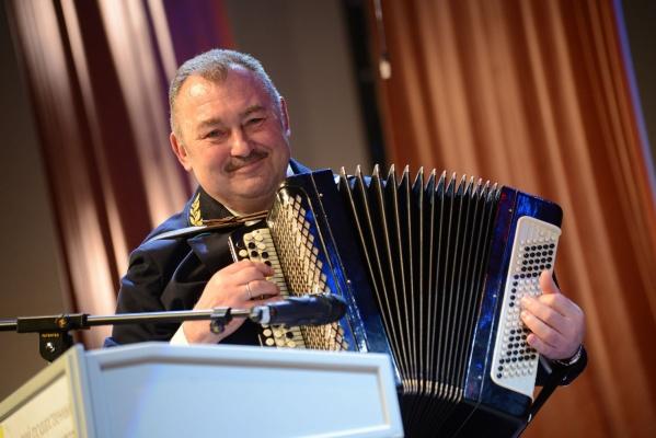 Ректор Горного университета заставил абитуриентов сыграть с ним на музыкальных инструментах
