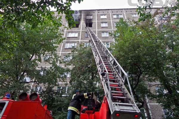 Соседи сгоревшей квартиры на Викулова: «Все это случилось сегодня, но первые обращения в органы были за несколько лет до огня»