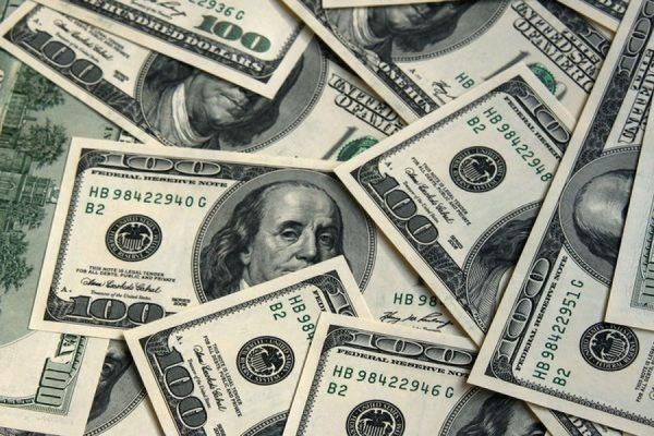 Официальный курс доллара на среду опустился ниже 70 рублей