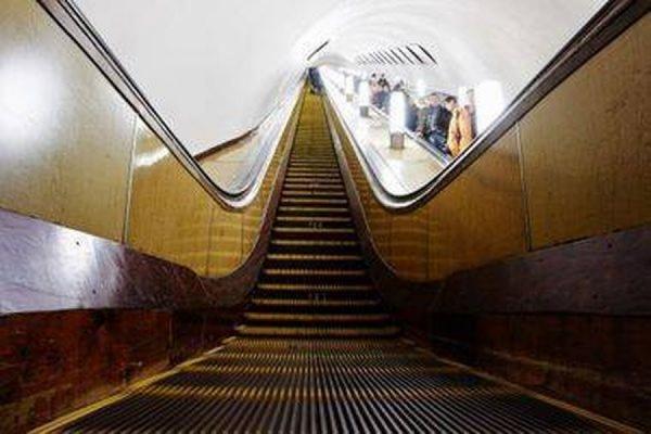 В московском метро семилетнему мальчику едва не оторвало руку на эскалаторе