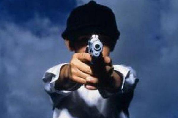 В США 14-летний подросток с пистолетом взял в заложники детей в школе