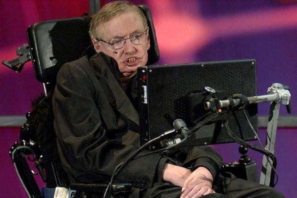 Стивен Хокинг заявил, что люди могут проскользнуть сквозь черные дыры