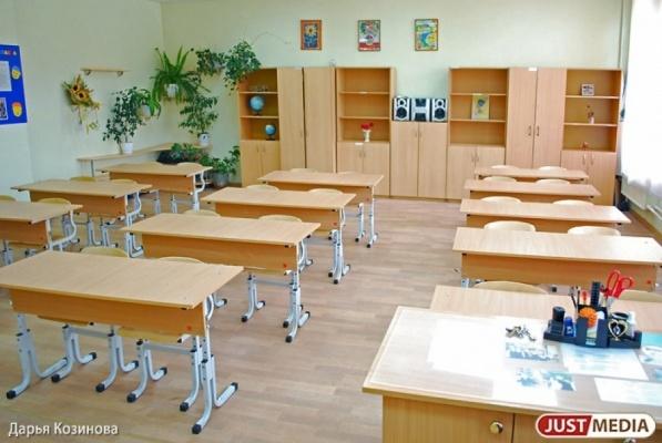 В Свердловской области 14 школ до сих пор отапливаются печками, а в 17 туалеты находятся на улице