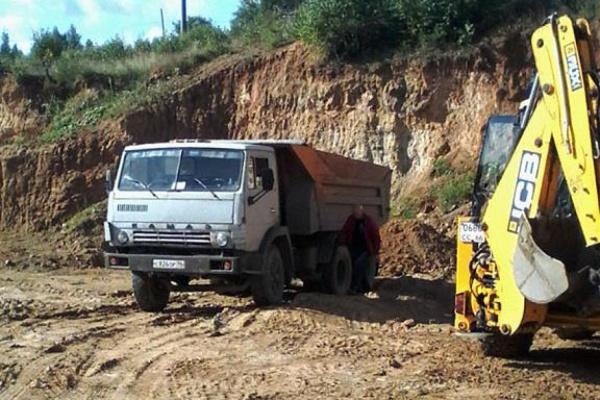 Видный единоросс Заречного попался на краже грунта для строительства коттеджа. Ответственность на себя уже взял местный фермер