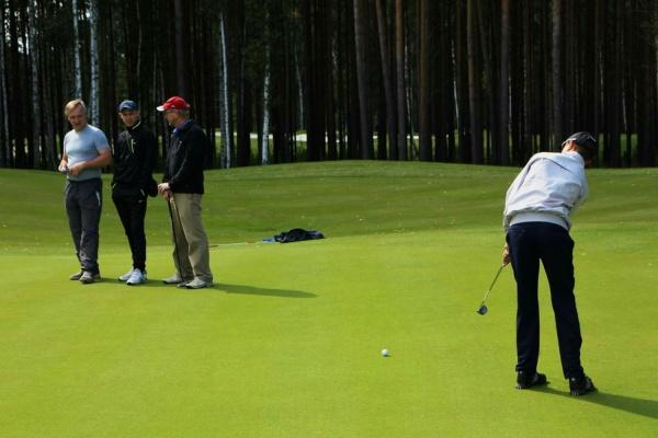 В дух лицеях Екатеринбурга с сентября начнут обучать игре в гольф