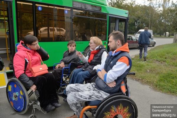 «Получили полноценный транспорт». Маломобильные группы населения Екатеринбурга оценили новые низкопольные автобусы