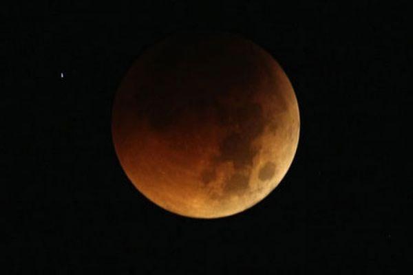 В ночь на 28 сентября жители Земли смогут наблюдать полное затмение «суперлуны»