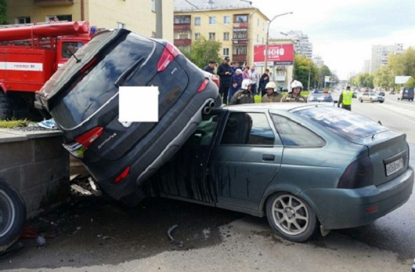 В Екатеринбурге Hyundai заехала на «Приору»