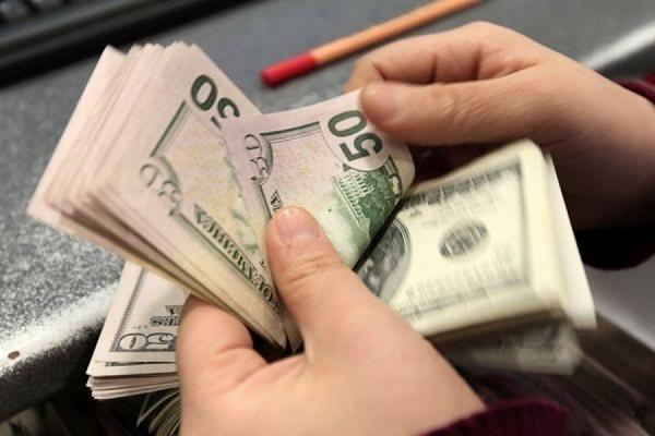 Официальный курс доллара превысил 67 рублей