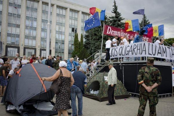 На центральной площади Кишинёва протестующие установили 90 палаток