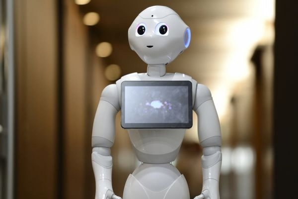 Пьяный японец избил «эмоционального» робота за шутку в его адрес