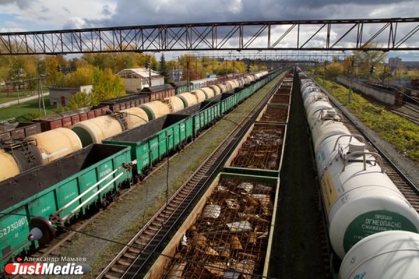 Ушедший под откос товарный поезд в Шале вернули на рельсы