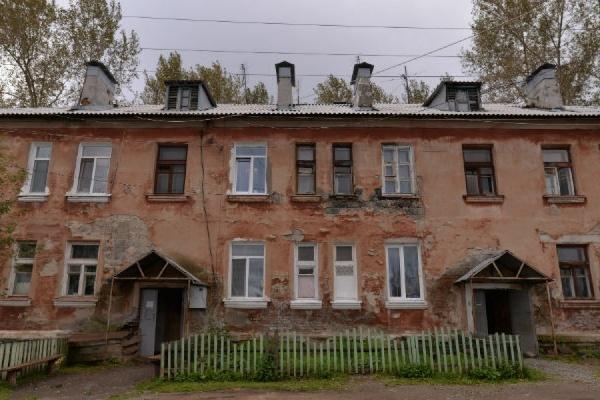 В Ревде изобрели новый подход к исполнению указов Путина: чиновники переселили людей из ветхого барака в еще более ветхий барак
