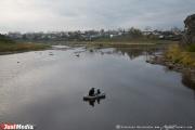 Под Первоуральском поселок уходит под воду. Заброшенный карьер, принадлежащий МУГИСО, потихоньку затапливает дома