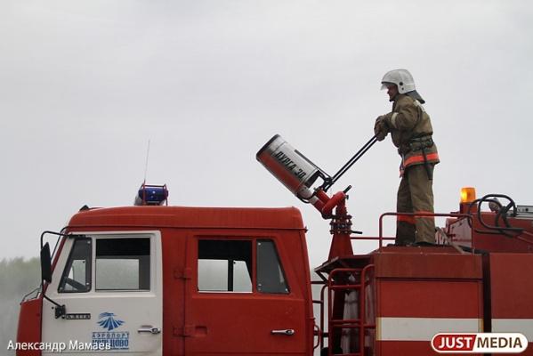 На Среднем Урале продолжают гореть машины. В разных муниципалитетах от огня пострадали 4 автомобиля