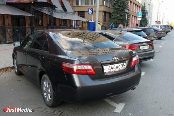 Екатеринбургские автолюбители ищут способы не платить за парковку. ФОТО
