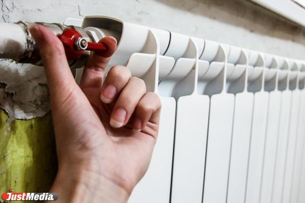Екатеринбуржцы начали получать тепло. Отопление включили почти в тысяче домов