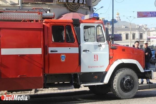 В центре Екатеринбурга сгорел Infiniti FX35