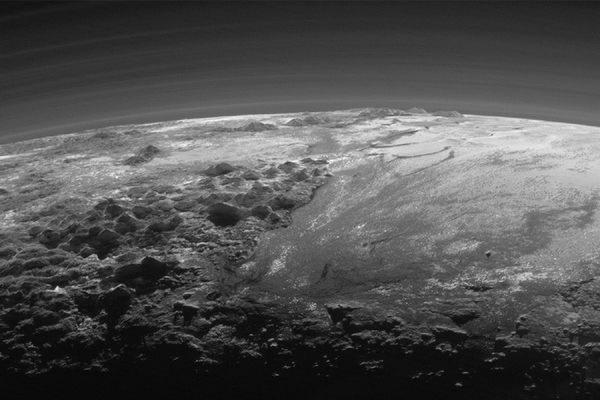 NASA опубликовало новые снимки Плутона, сделанные зондом New Horizon
